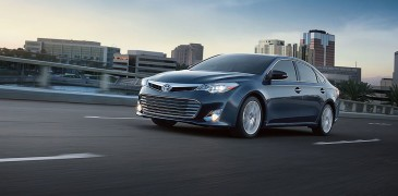 2014 Toyota Avalon 4-Door Hybrid XLE Premium…Captivating Luxury!