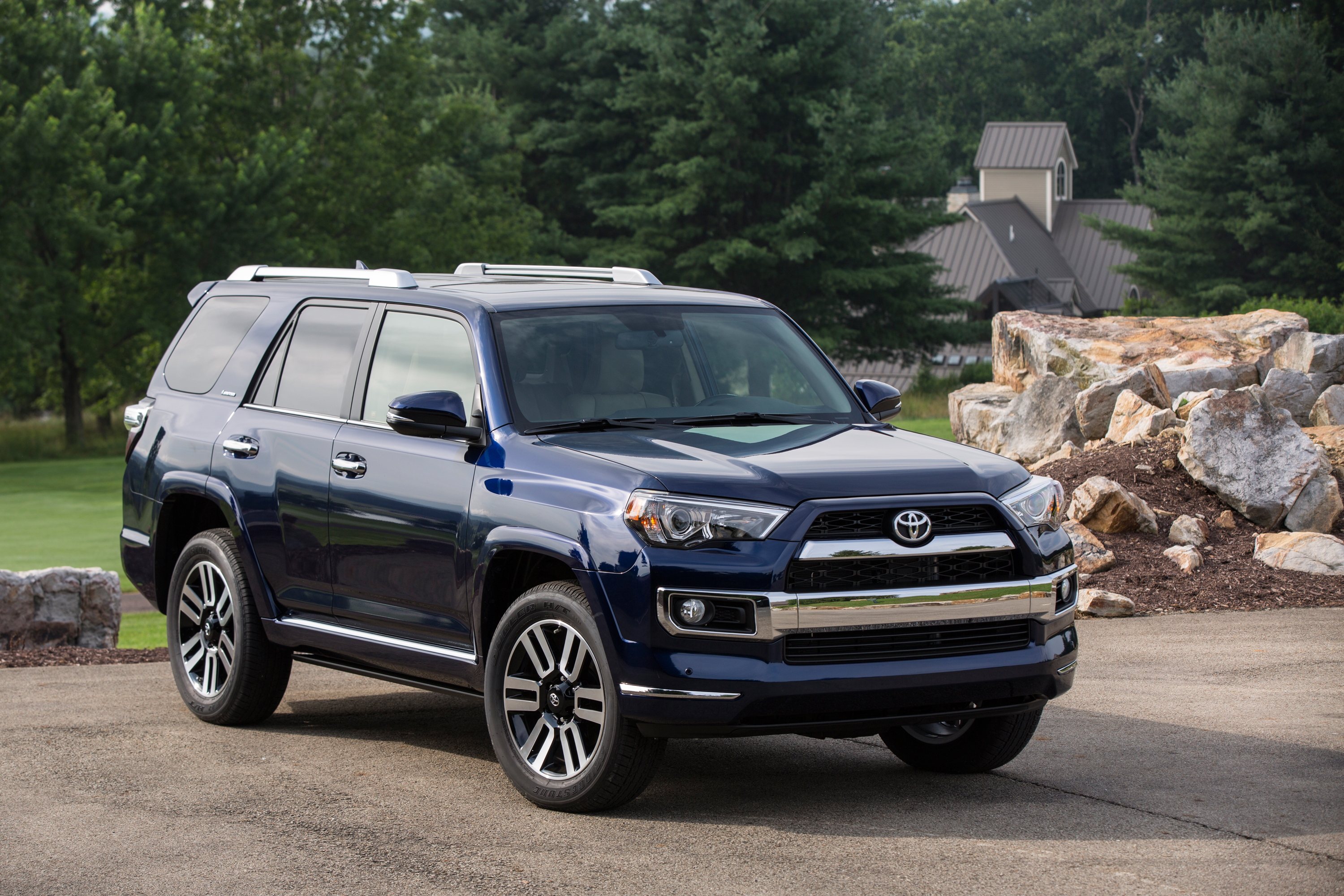 hanging out in the 2015 toyota 4 runner 4x4 limited v6 the car diva. Black Bedroom Furniture Sets. Home Design Ideas