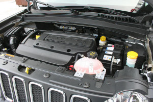 2015-Jeep-Renegade-16engine